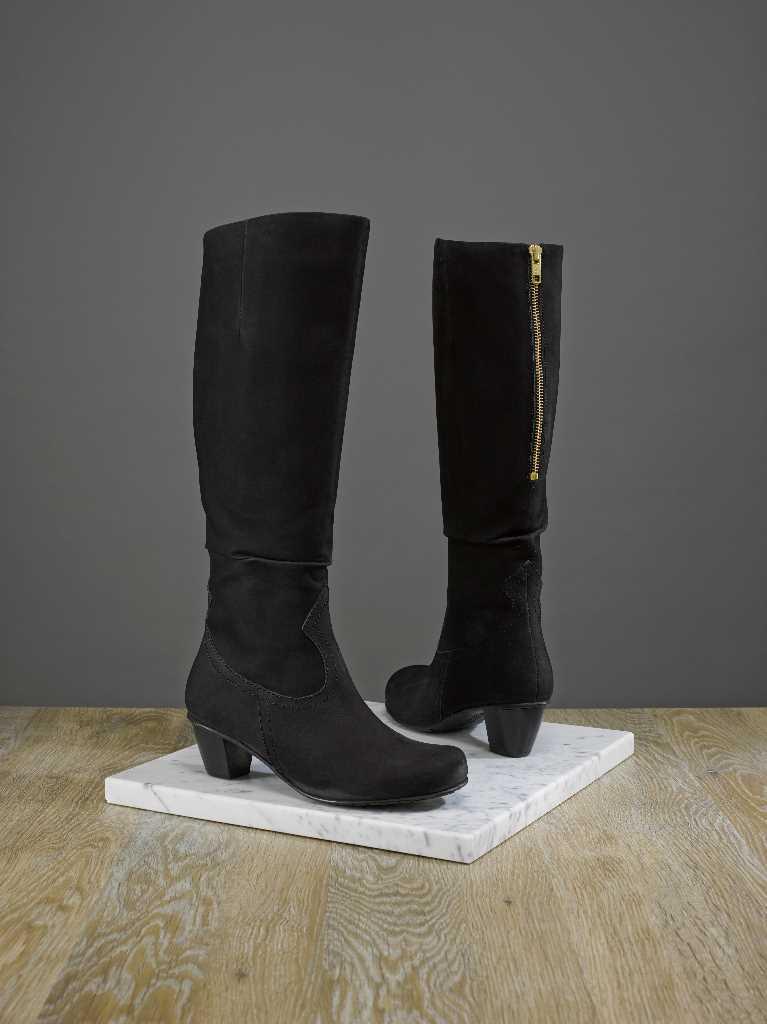 Smart comfortable heeled boot Shreya.