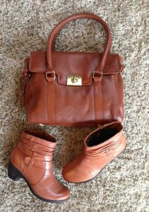 The perfect pair, smart boots Danville and super soft handbag Chelsea