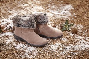 With their faux fur trim and super comfort features, Romance are the perfect boots for long Winter walks in town or country,