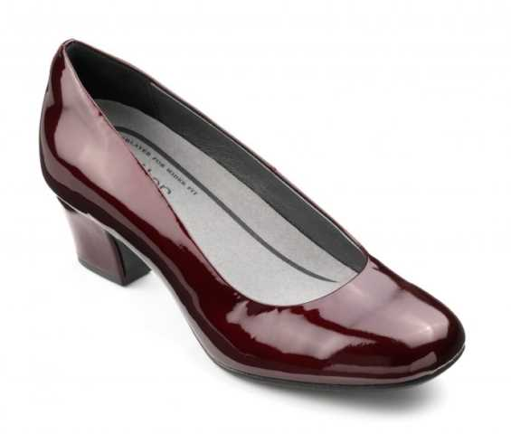 Vintage inspired women's heel Olwyn in Burgundy Metallic