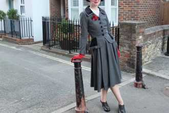 Vintage blogger Jenny recreates a 1940s look with smart heel Stephanie