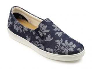 2c8521afa6e Sneaker Chic