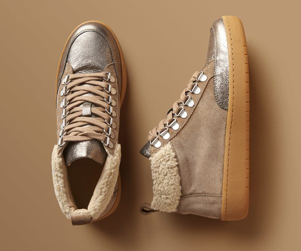 A top and side view of practical, fashionable Winter boot Rove.